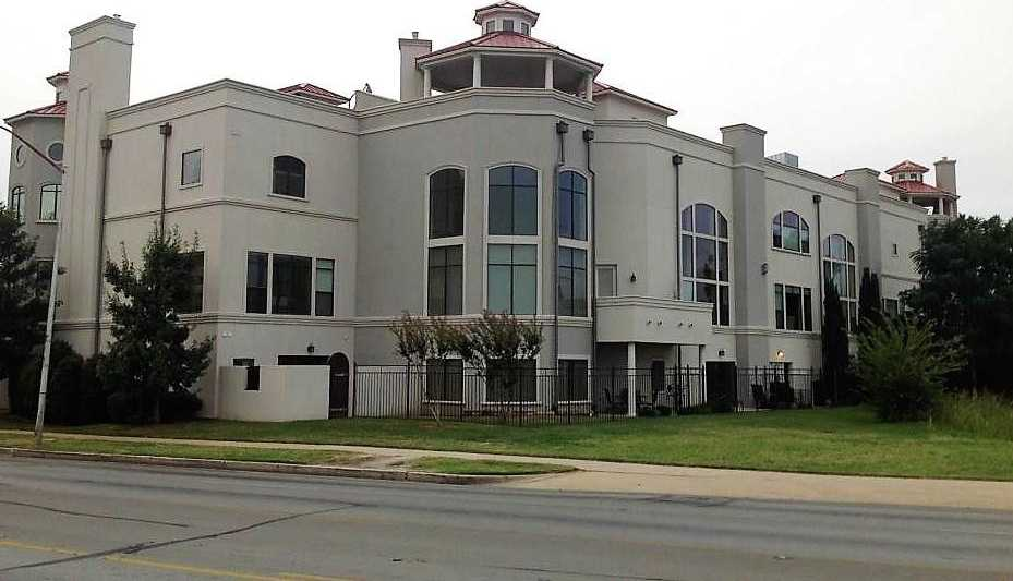 - 2Br/3Ba -  for Sale in Versailles Condo, Fort Worth