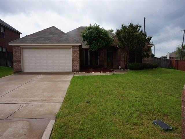 - 4Br/2Ba -  for Sale in Dover Heights Add, Mansfield