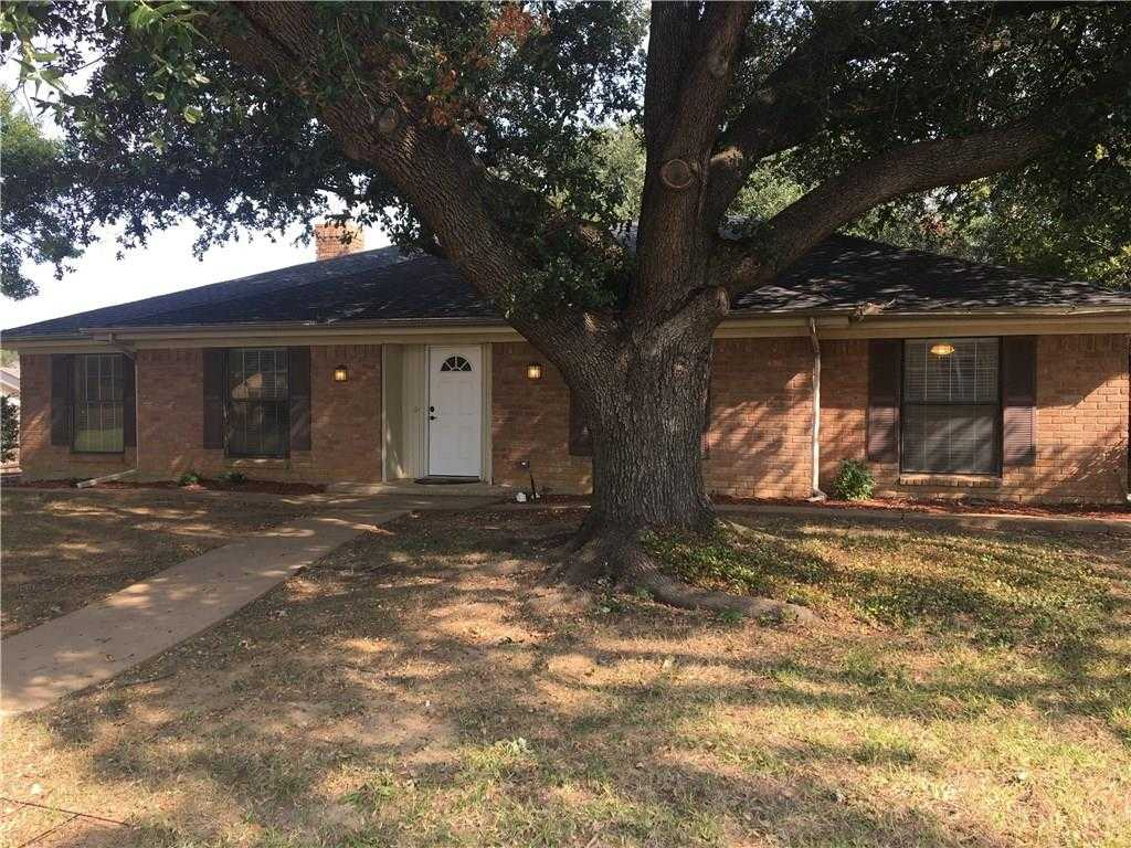 - 4Br/3Ba -  for Sale in Camelot Acres, Grand Prairie