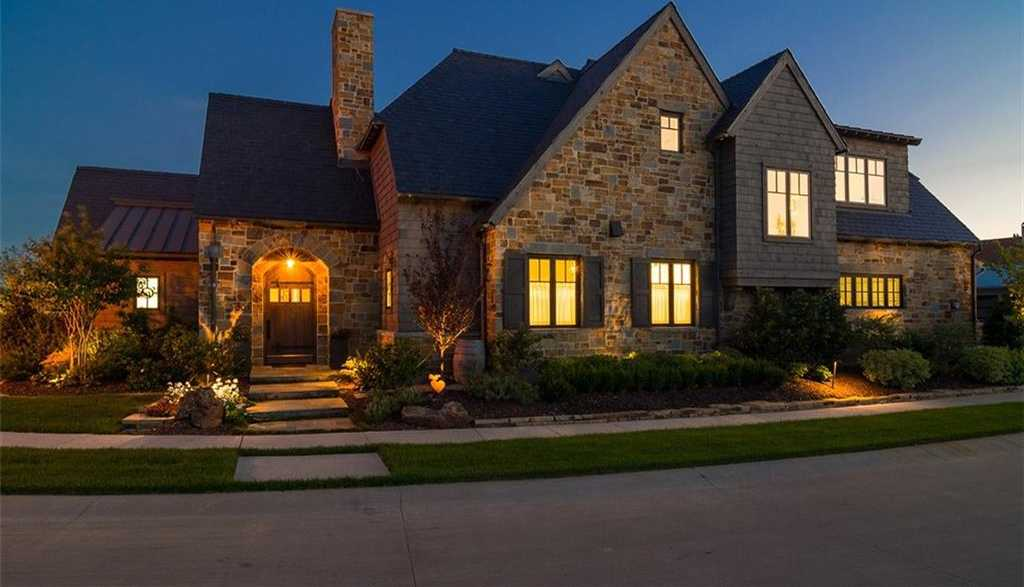 $1,040,000 - 4Br/3Ba -  for Sale in Red Hawk, Coppell
