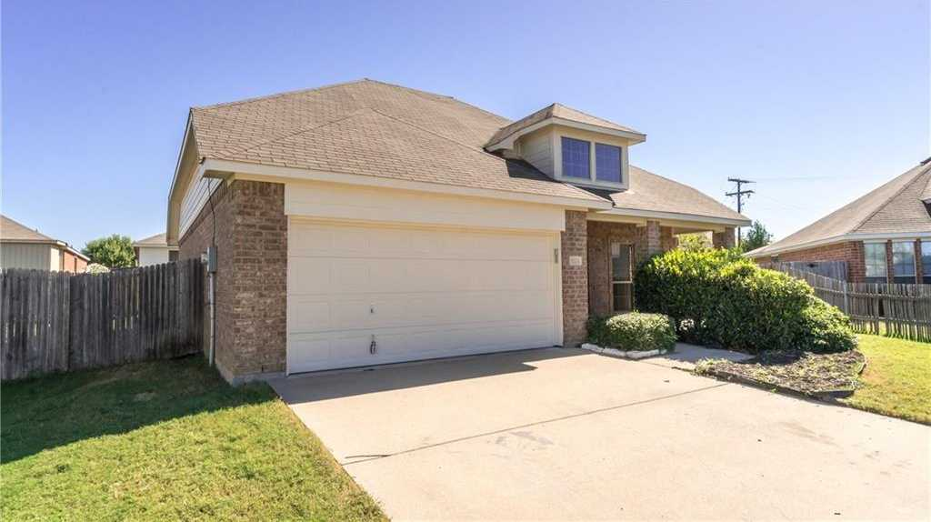 - 3Br/3Ba -  for Sale in Hamlet Add, Fort Worth