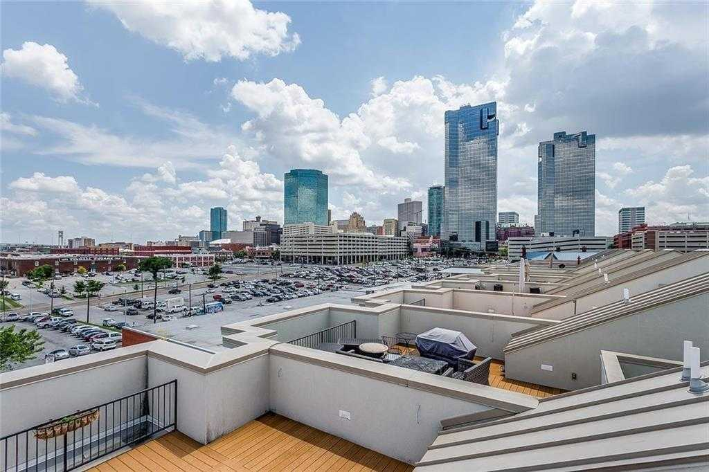 - 2Br/3Ba -  for Sale in Fort Worth Original Town, Fort Worth