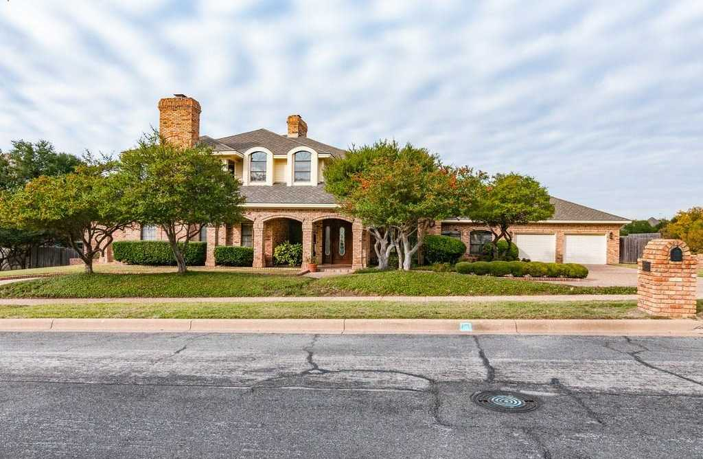 $474,900 - 3Br/3Ba -  for Sale in Fossil Creek Trails Add, North Richland Hills