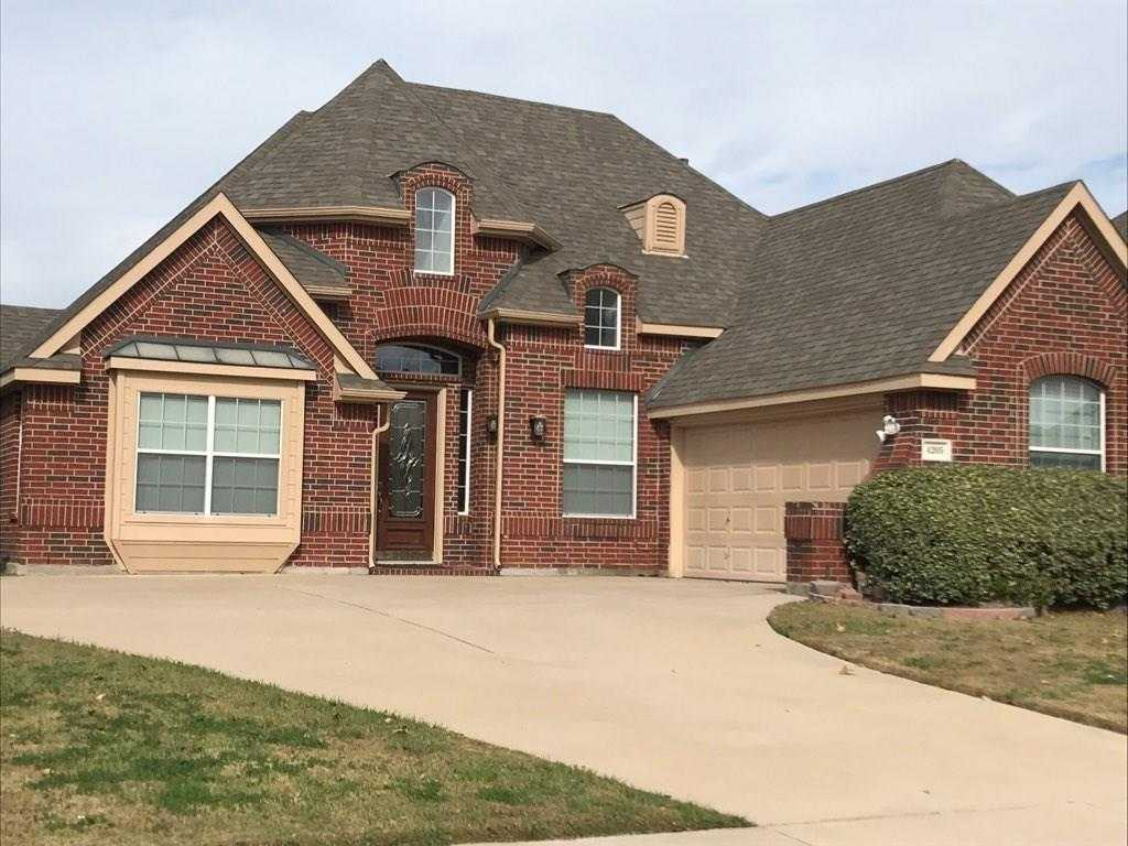 - 3Br/2Ba -  for Sale in Mansfield Natl Sec A & B, Mansfield