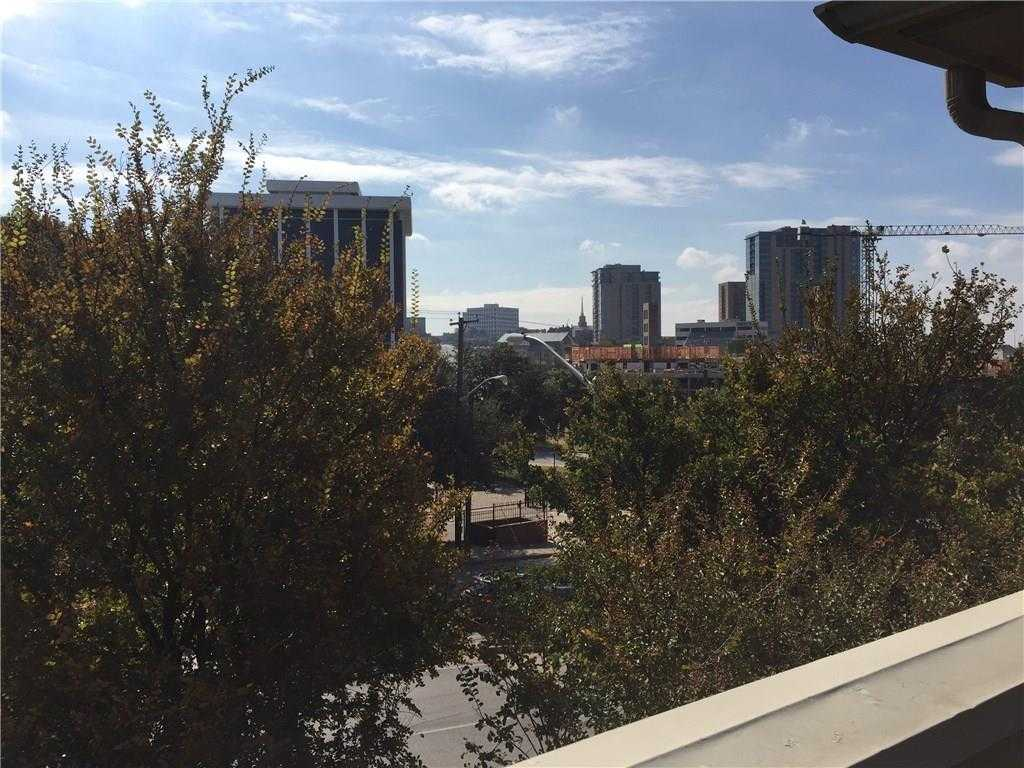 - 3Br/2Ba -  for Sale in Lexington Square Twnhms Add, Fort Worth