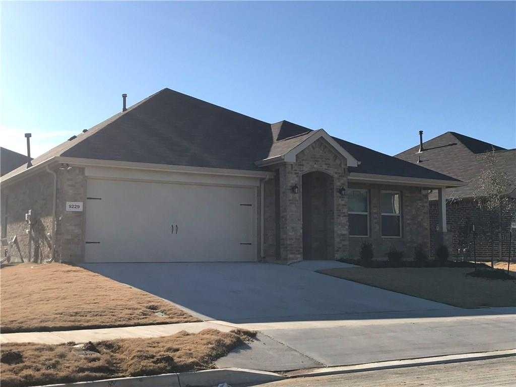- 4Br/2Ba -  for Sale in Copper Creek, Fort Worth