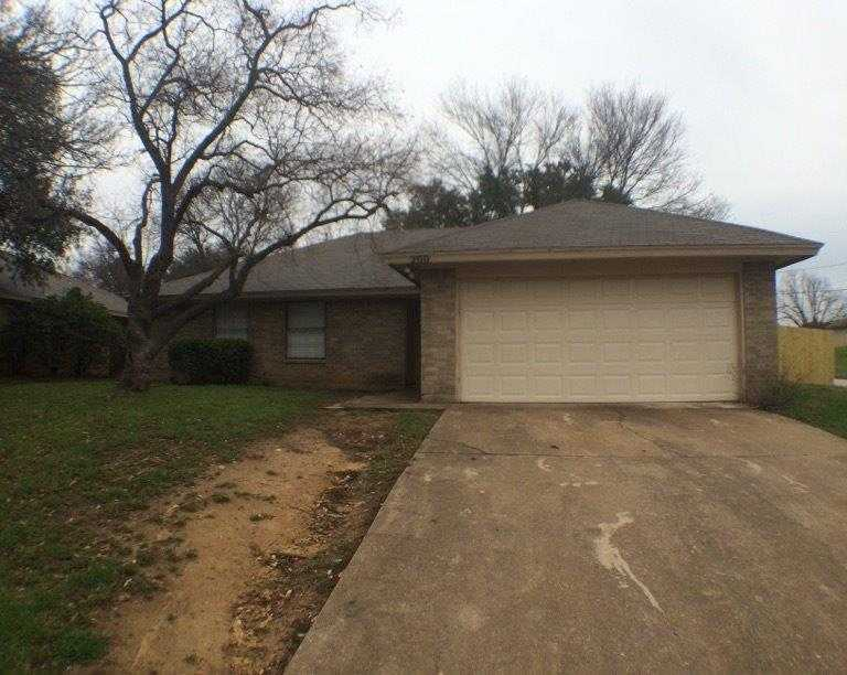 - 3Br/2Ba -  for Sale in Hillcrest Add Mansfield, Mansfield