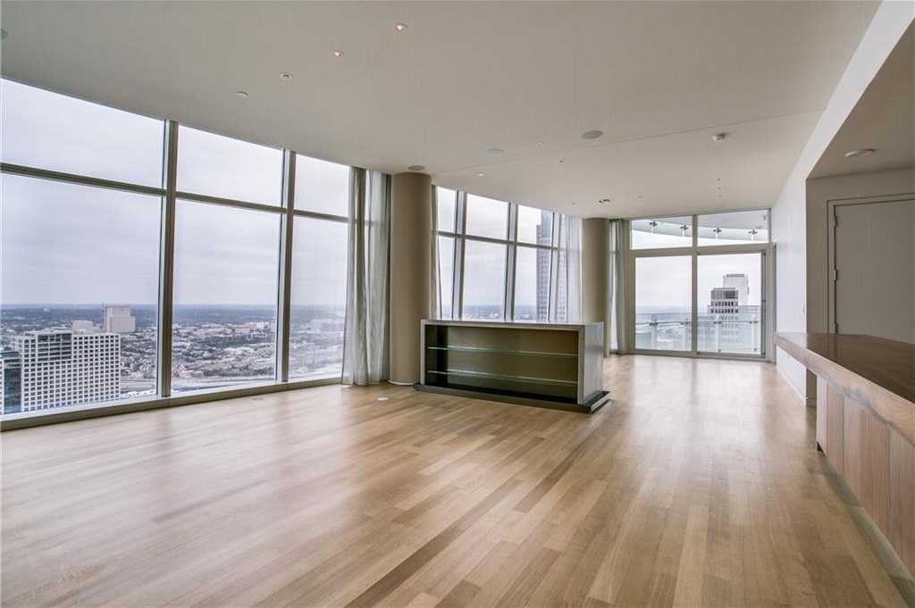 - 3Br/3Ba -  for Sale in Museum Tower Condo, Dallas
