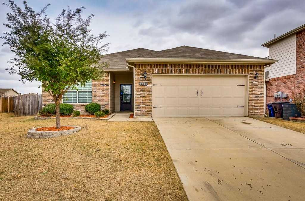 $215,000 - 3Br/2Ba -  for Sale in Arcadia Park Add, Fort Worth