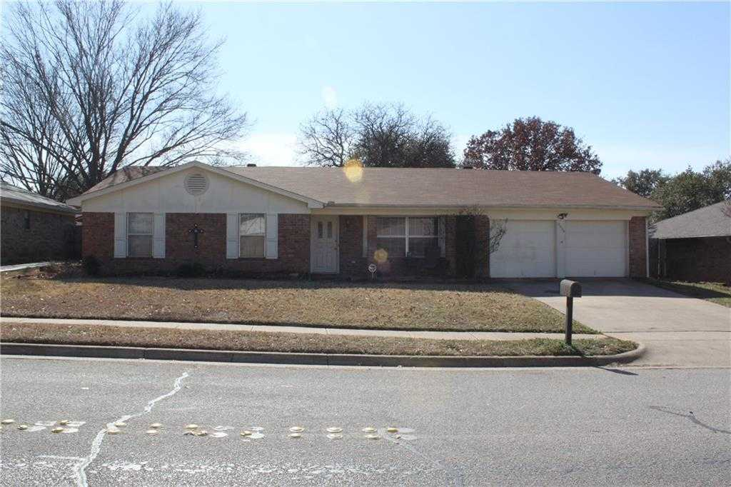 $240,000 - 3Br/2Ba -  for Sale in Parkwood Add, Euless