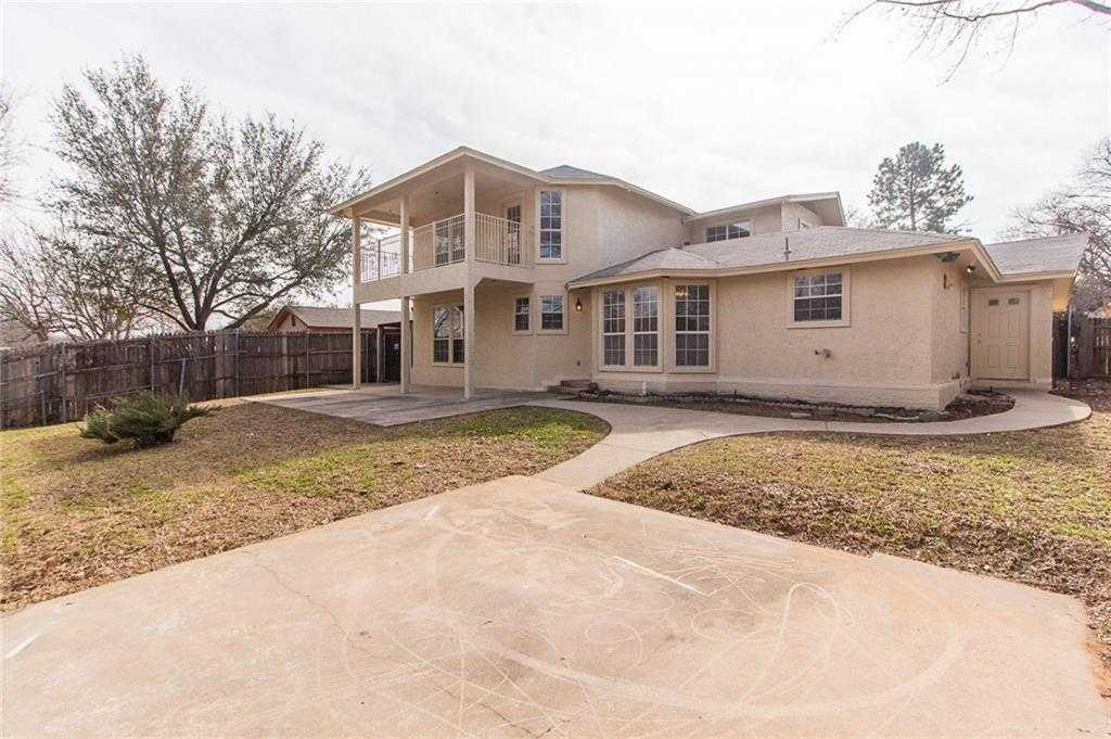 $299,900 - 6Br/3Ba -  for Sale in Green Hills Park Add, Euless