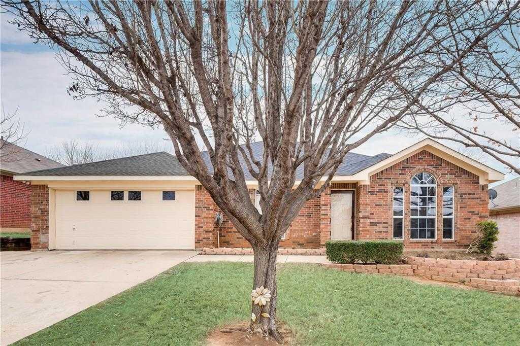 - 4Br/2Ba -  for Sale in Ember Creek Estates Add, Mansfield