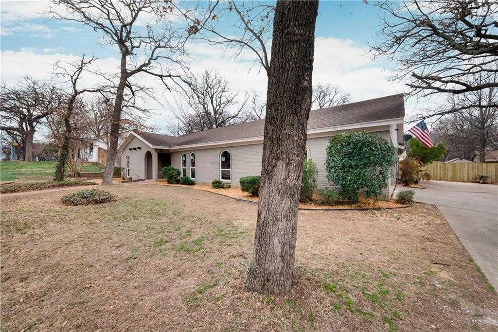 $299,000 - 4Br/2Ba -  for Sale in Royal Oaks Estates, Euless