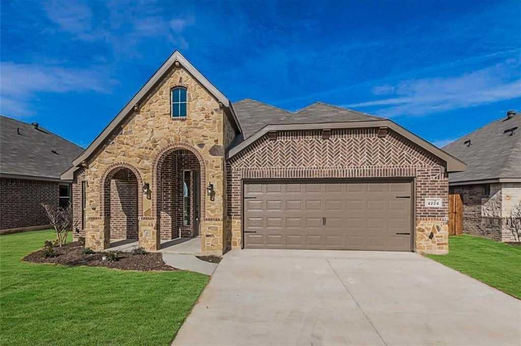- 3Br/2Ba -  for Sale in Rosemary Ridge, Fort Worth