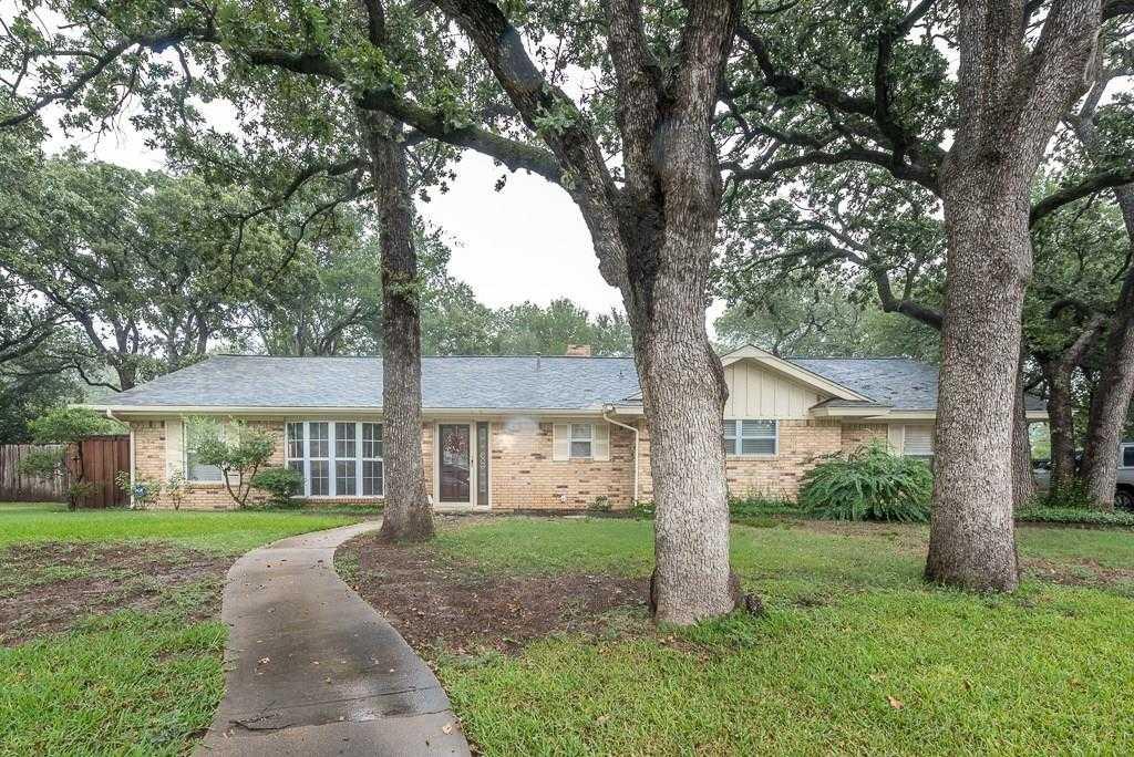$275,000 - 4Br/3Ba -  for Sale in Hurst Hills Addition, Hurst