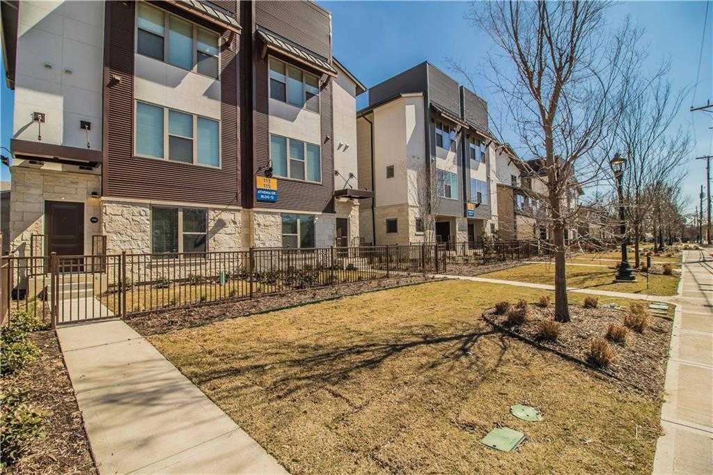 - 2Br/3Ba -  for Sale in Sunset Ridge Addition, Fort Worth
