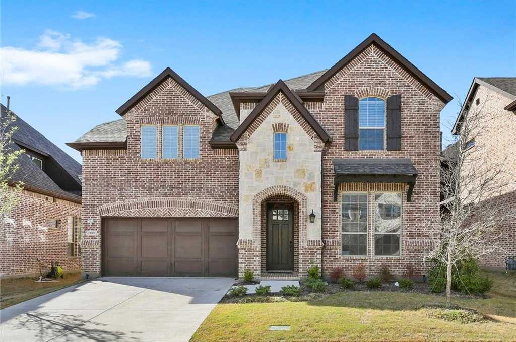 $559,900 - 4Br/4Ba -  for Sale in Glade Parks Residential Add, Euless