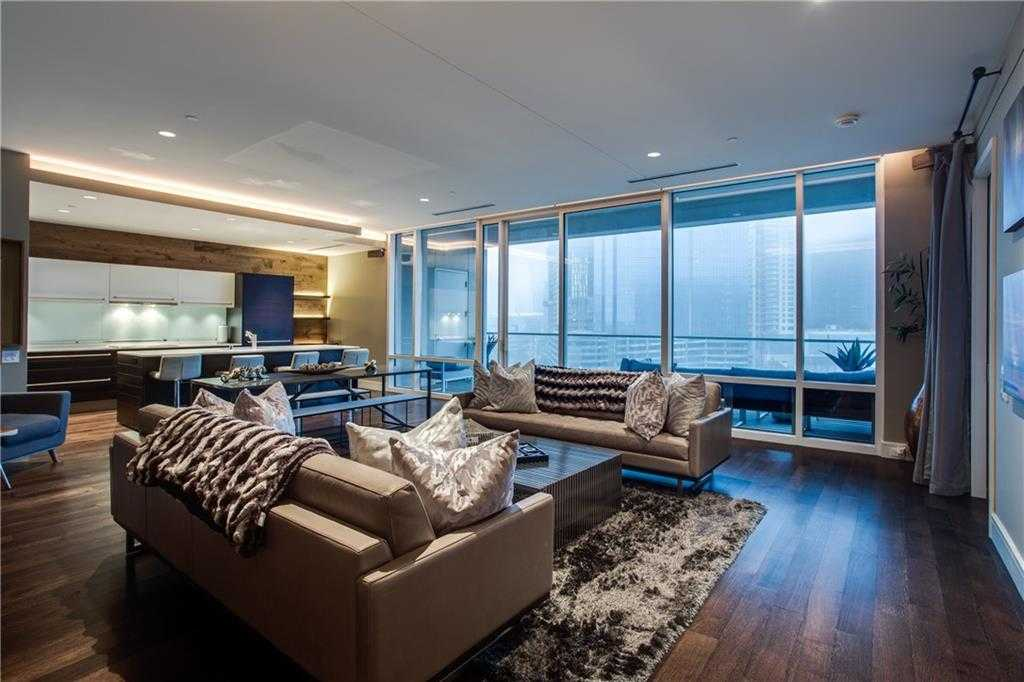 - 2Br/3Ba -  for Sale in South Tower Residences, Dallas