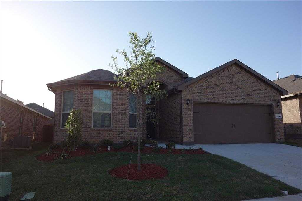 - 4Br/2Ba -  for Sale in Oak Creek Trails, Fort Worth