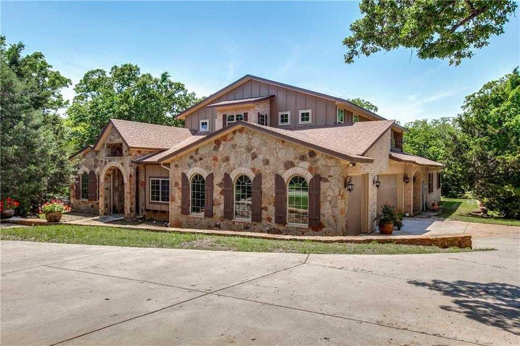 $825,000 - 4Br/3Ba -  for Sale in Hidden Oaks, Arlington