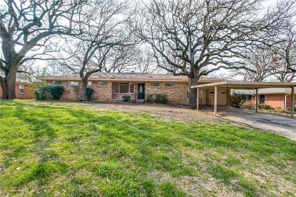 - 5Br/2Ba -  for Sale in Hillcrest Add, Mansfield
