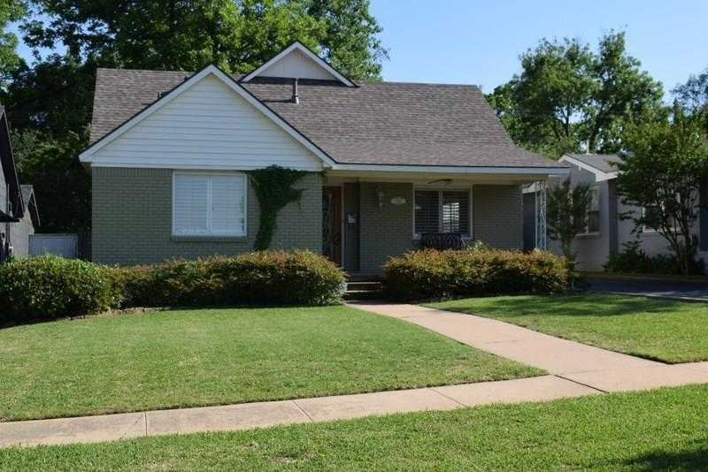 - 3Br/3Ba -  for Sale in Bellaire Add, Fort Worth