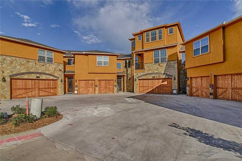 - 3Br/3Ba -  for Sale in Lakeshore Village, Grand Prairie