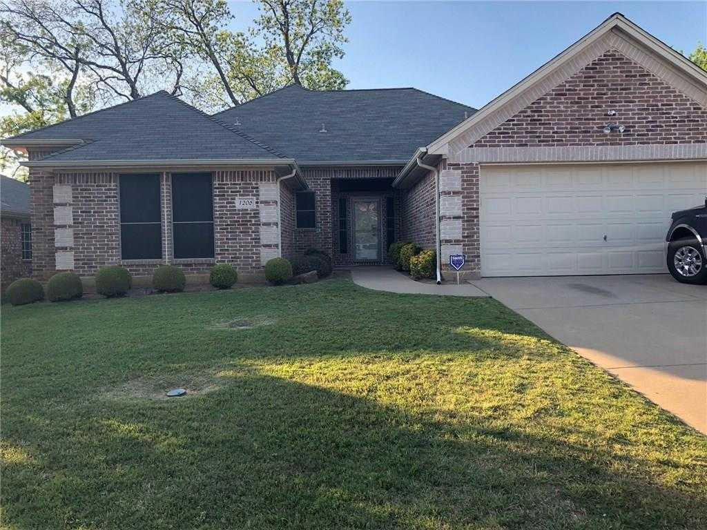 $205,000 - 3Br/3Ba -  for Sale in Vistawood, Mansfield