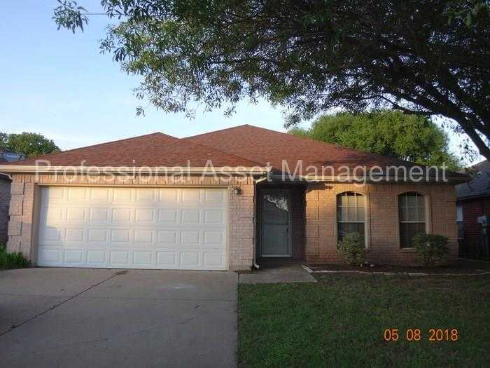 - 3Br/2Ba -  for Sale in Berryhill Add, Mansfield
