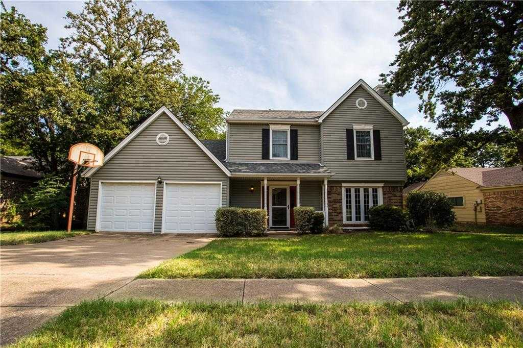 $250,000 - 3Br/3Ba -  for Sale in Woodlands Add, Euless