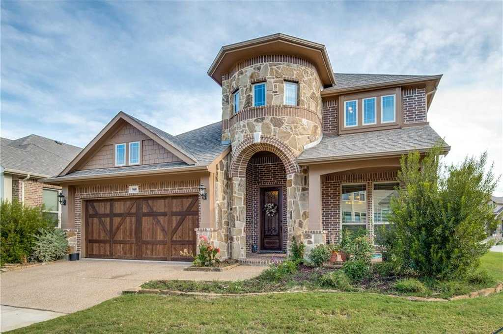 $495,000 - 4Br/4Ba -  for Sale in Gateway Court, Euless