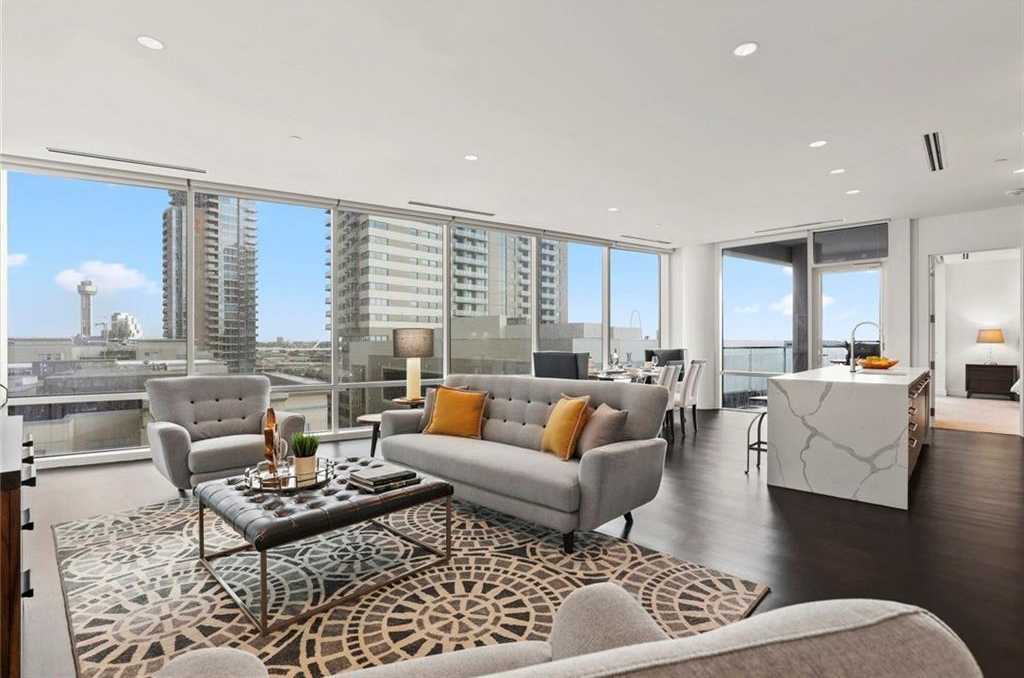 $779,000 - 2Br/3Ba -  for Sale in South Tower Residences, Dallas