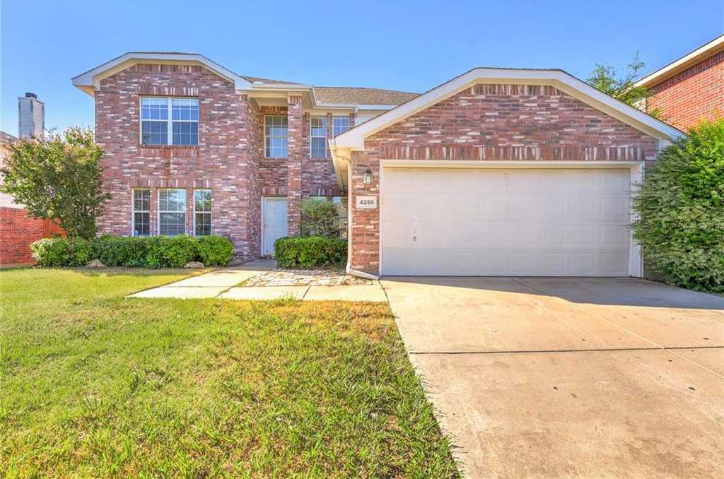 $270,000 - 4Br/3Ba -  for Sale in Arcadia Park Add, Fort Worth