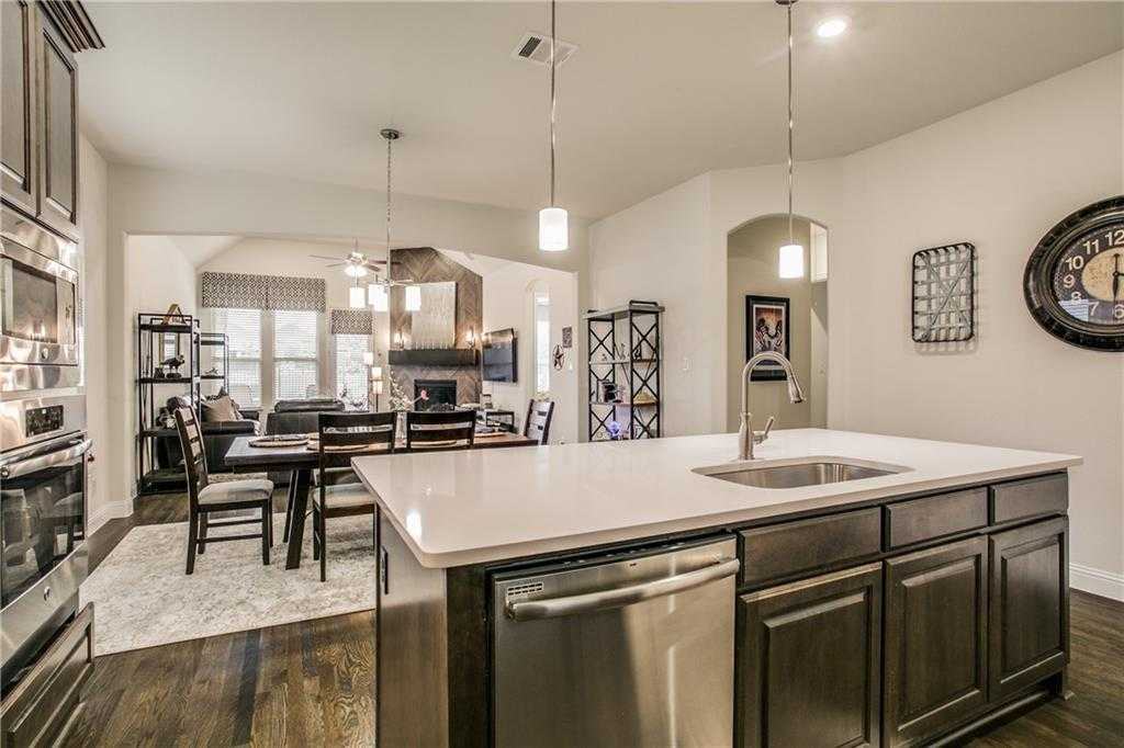 $524,900 - 3Br/2Ba -  for Sale in Glade Parks Residential Add, Euless