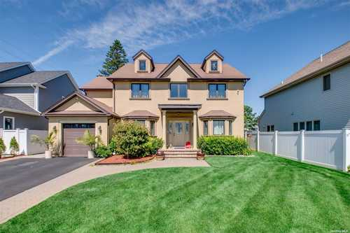 $939,000 - 4Br/3Ba -  for Sale in Farmingdale