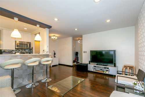 $309,000 - 2Br/1Ba -  for Sale in Roslyn Garden, Roslyn Heights