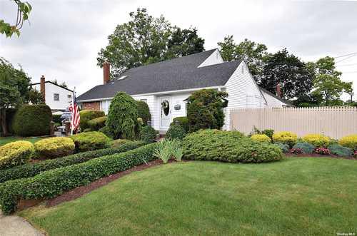 $559,000 - 3Br/2Ba -  for Sale in Farmingdale