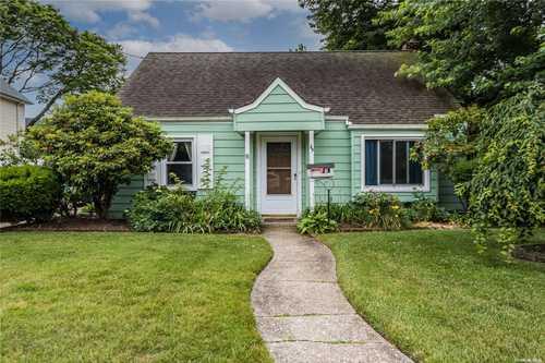 $469,999 - 3Br/1Ba -  for Sale in Farmingdale