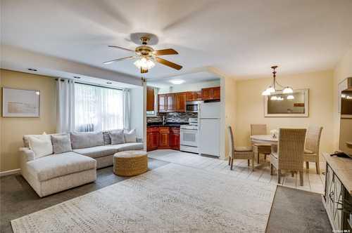 $259,000 - 1Br/1Ba -  for Sale in Roslyn Gardens, Roslyn Heights