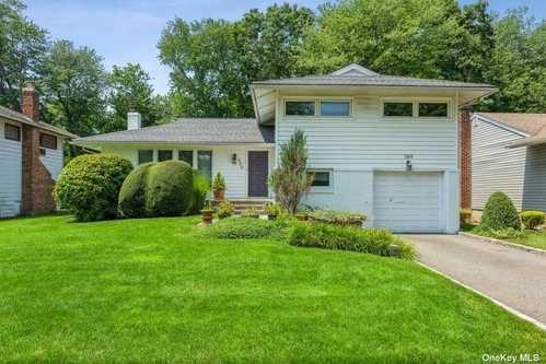 $679,000 - 3Br/3Ba -  for Sale in East Meadow