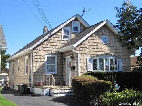 $695,000 - 6Br/2Ba -  for Sale in N. Bellmore