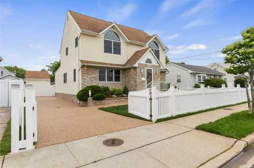 $777,000 - 4Br/3Ba -  for Sale in Freeport