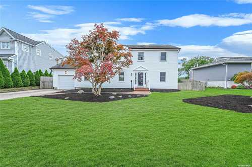 $745,000 - 4Br/3Ba -  for Sale in Blue Point