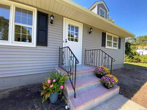 $399,999 - 4Br/2Ba -  for Sale in Shirley