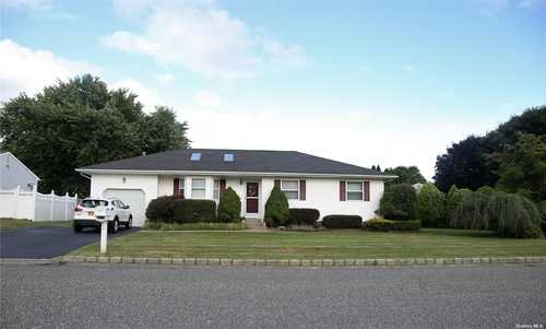 $499,999 - 3Br/2Ba -  for Sale in Sagamore Farms, Manorville