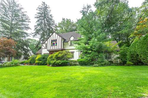 $1,688,000 - 4Br/4Ba -  for Sale in Great Neck