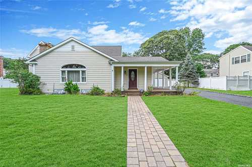 $675,000 - 4Br/4Ba -  for Sale in Patchogue