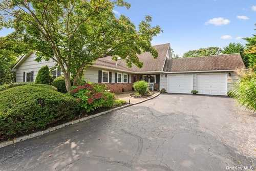 $815,000 - 5Br/3Ba -  for Sale in West Islip