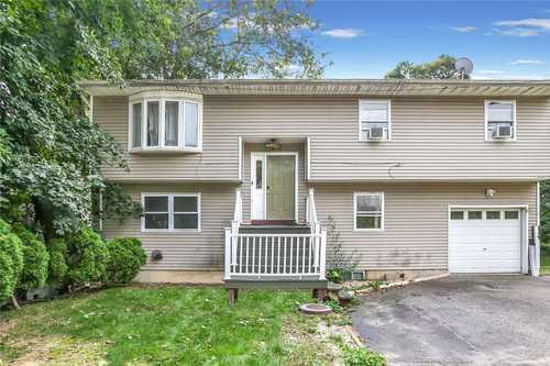 $649,900 - 5Br/3Ba -  for Sale in Huntington Sta