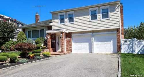 $899,000 - 5Br/3Ba -  for Sale in East Bay, Bellmore